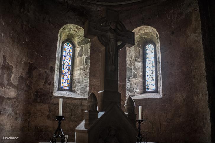 Jáki templom belső tere. Mindig meglepődöm, hogy nagyobb, mint amire emlékszem