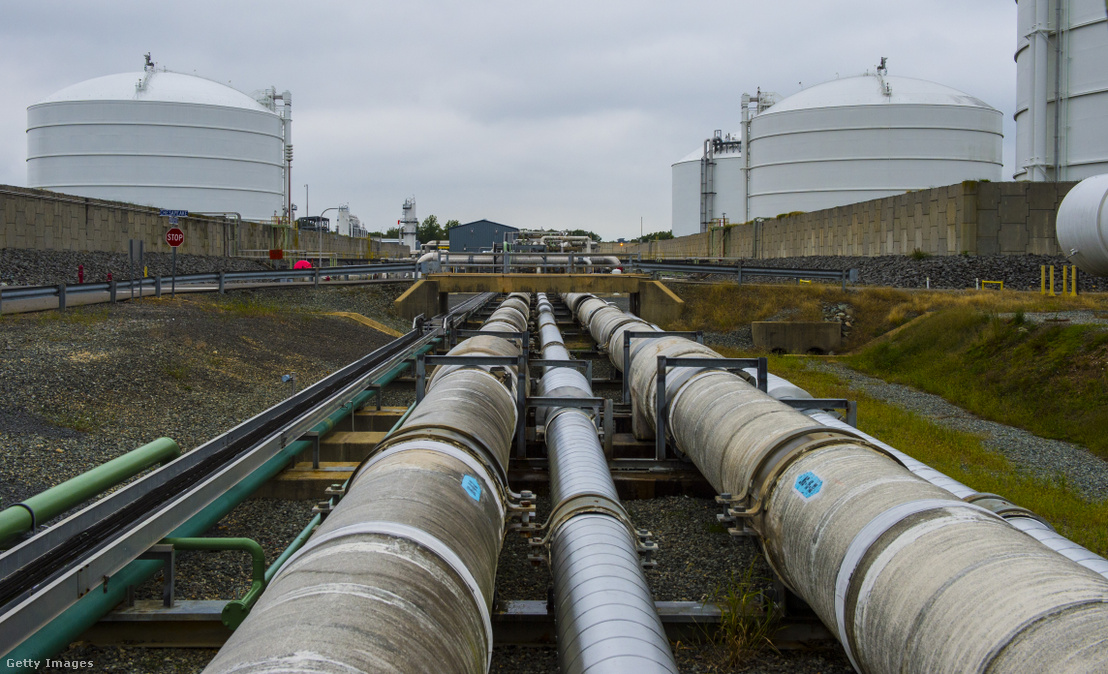 Gáz és folyékony állapotú gázszállító vezetékek a Lusby, Egyesült Államokban található LNG terminálnál