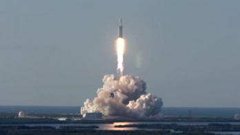 Parádésan ment a Falcon Heavy második startja