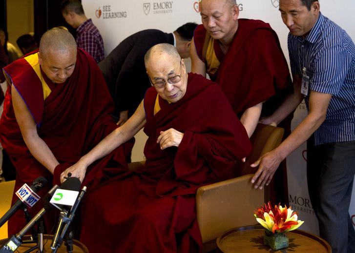 A dalai láma (Tendzin Gyaco) Újdelhiben 2019. április 4-én
