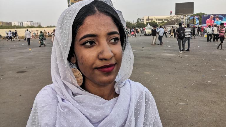 Halálos fenyegetéseket kap a szudáni tüntetések ikonja