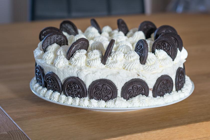 Házi Oreo-torta sok tejszínnel: puha, lágy torta minden alkalomra