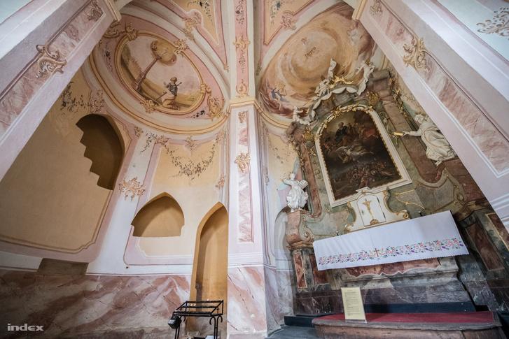 A jáki Szent Jakab-kápolna akkor is nevezetes lenne, ha nem a híres templomhoz tartozna