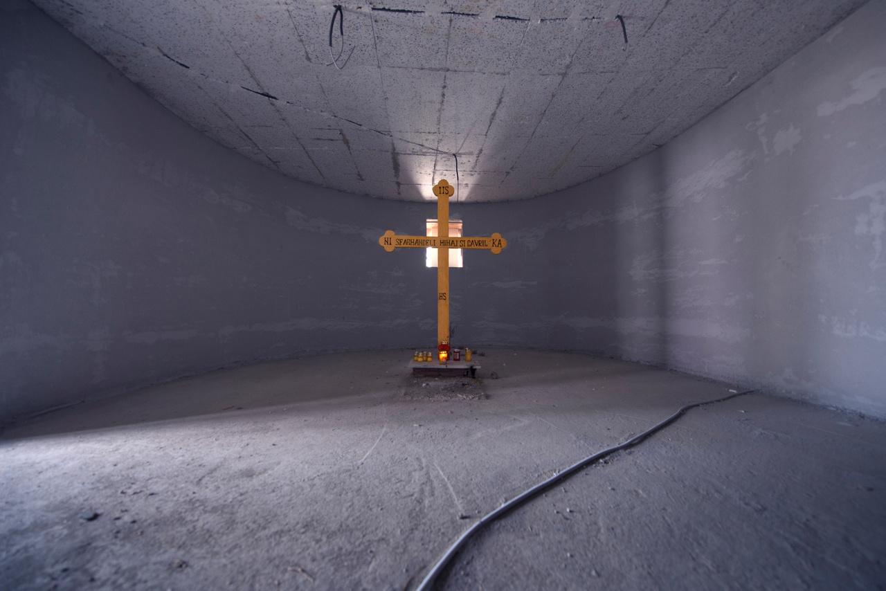 Az elmúlt 30 évben Bánhegyesy kutatásai szerint több mint hétezer ortodox templom épült, és nagyjából ezer most is építés alatt áll, tehát átlagosan minden második nap átadnak új templomot. A templomok régi mintákat is követnek, sőt, van olyan, amit 100 évesnek mondanak, de nagyjából csak tíz évvel ezelőtt épült. A modern kor igényeinek is próbál megfelelni néhány, az egyik katedrális alatt földalatti parkoló is épült már.