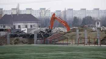 Április 28-án robban a bomba a Bozsik Stadionnál