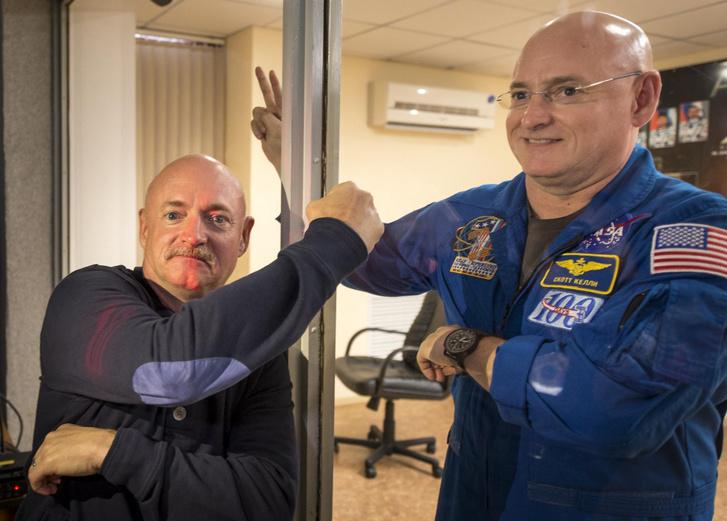 Az űrhajós ikerpár Bajkonurban, Scott Kelly indulása előtt nem sokkal (Scott már karanténban várja a startot)