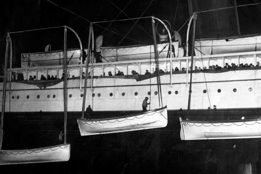 Túl kevés mentőcsónak került a fedélzetre. Ha nem a kényelem és a helytakarékosság számított volna, többen megmenekülhettek volna az utasok közül.