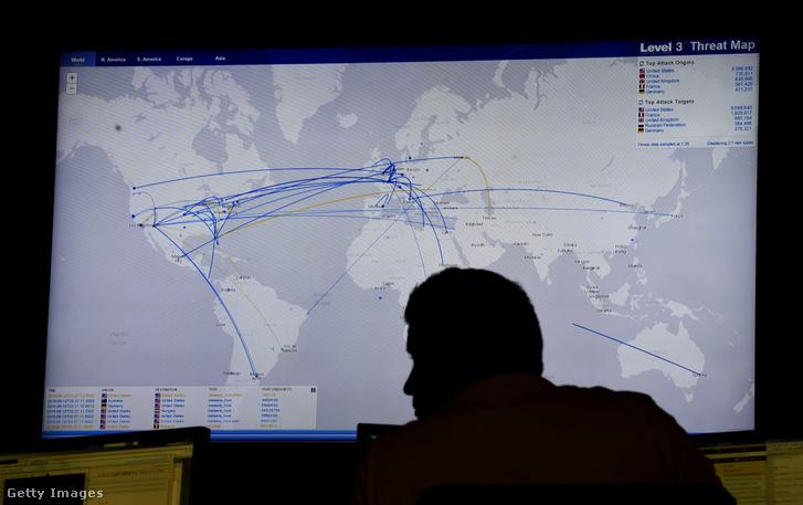 Adathalászok és hackerek adatainak mozgását jelenítik meg egy térképen a coloradoi Level 3 Communications székházában