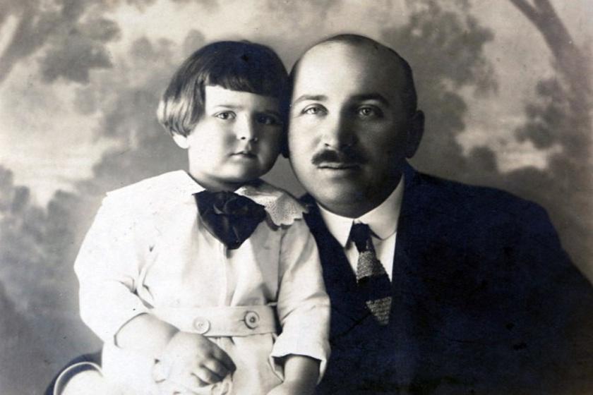 Dr. Lengyel Árpád, kisfiával.