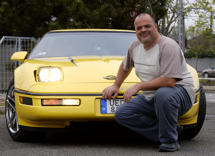 Tolmácsi Zoli, aki ismeri az autója hibáit, ennek ellenére imádja, megtartja. Csak egyet tudok érteni vele