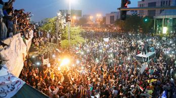 Máris lemondott Szudánban a hatalmat megkaparintó katonai vezető