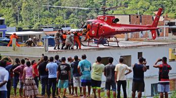 Összeomlott két tömbház Rióban