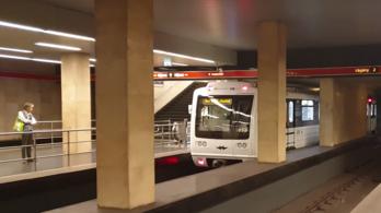 Hogy kerülnek az orosz metrók a 2-es metró vonalára?