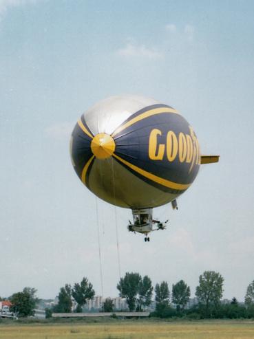 Így repül 2000 köbméter hélium. Egészen földön túli élmény a repülés vele