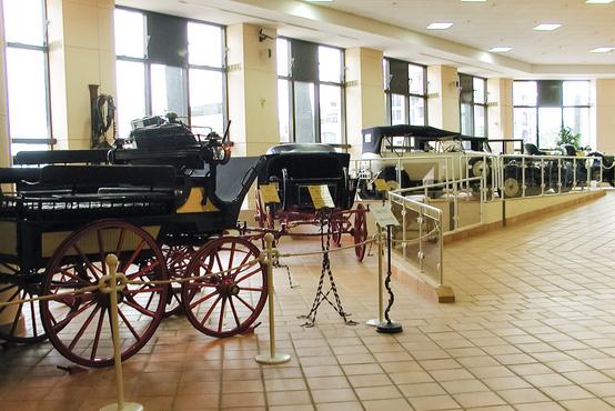 A monacói hercegi autógyűjtemény, itt az elején a motorizált szekerekkel