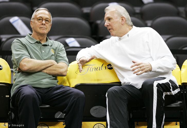 Gregg Popovich és Larry Brown a Detroit Pistons edzőjével 2005-ben