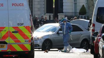 Tüzet nyitottak a rendőrök egy autóra Londonban