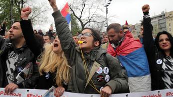 Ismét tömegek tüntetnek Belgrádban
