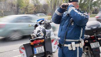 Motoros rendőrök razziáznak Pest megyében