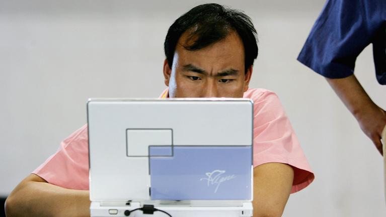 Ebédidőben abbahagyták a hírhedt egységben az adatlopást, egy óra múlva folytatták