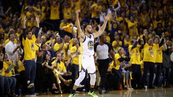Curry hatalmas triplarekordjával indult az NBA-rájátszás