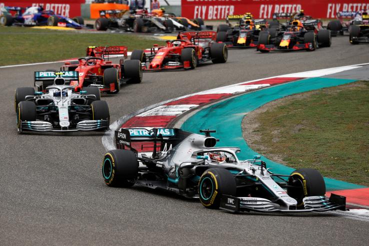 Lewis Hamilton vezeti a Kínai Nagydíjat