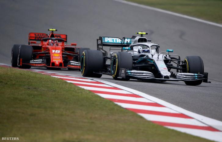 Valtteri Bottas (Mercedes) és Charles Leclerc (Ferrari)