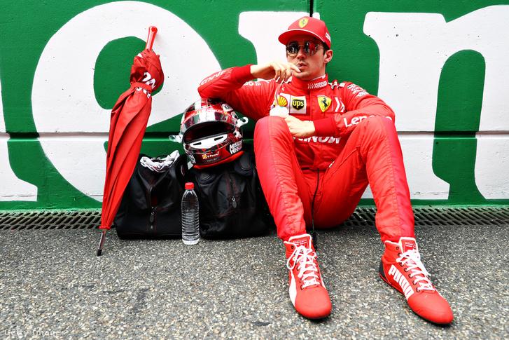 Charles Leclerc (Ferrari) a 2019-es Kínai Nagydíj rajtja előtt