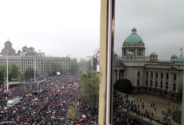 Tüntetés Belgrádban 2019. április 13-án.