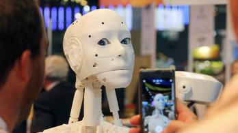 Senki nem akar egy duzzogó náci robottal beszélgetni
