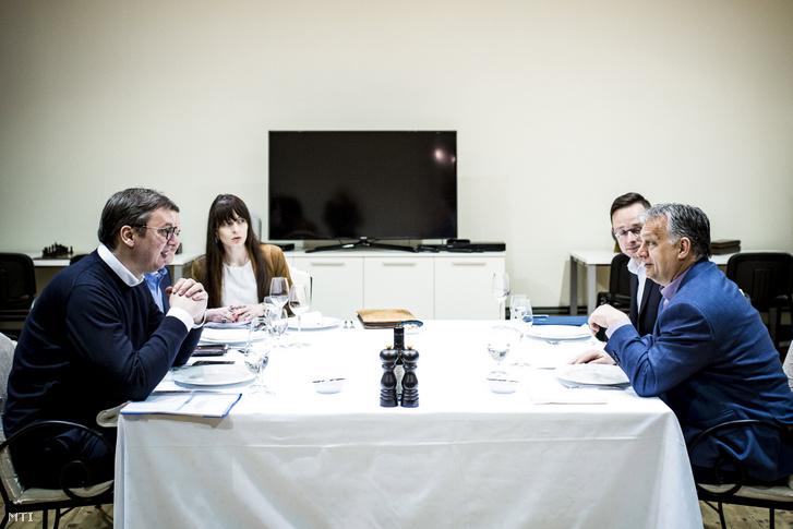 Orbán Viktor miniszterelnök (j) és Aleksandar Vucic szerb államfő (b) munkavacsorája Palicson 2019. április 14-én