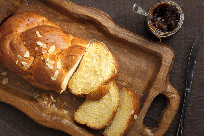 A tökéletes húsvéti fonott kalács receptje: mutatjuk lépésről lépésre