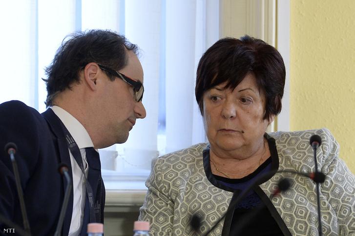 Pálffy Ilona, a Nemzeti Választási Iroda (NVI) elnöke és Gáva Krisztián, az NVI elnökhelyettese