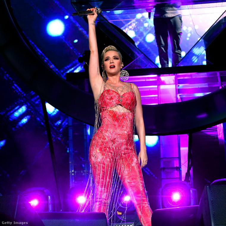 Zedd egy orosz-német származású dalszerző-előadó, akivel Katy Perry korábban is dolgozott együtt