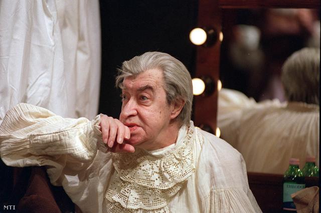 Hável László Thuróczy Katalin: Finálé című színművében, a Budapesti Kamaraszínházban, 2002-ben.