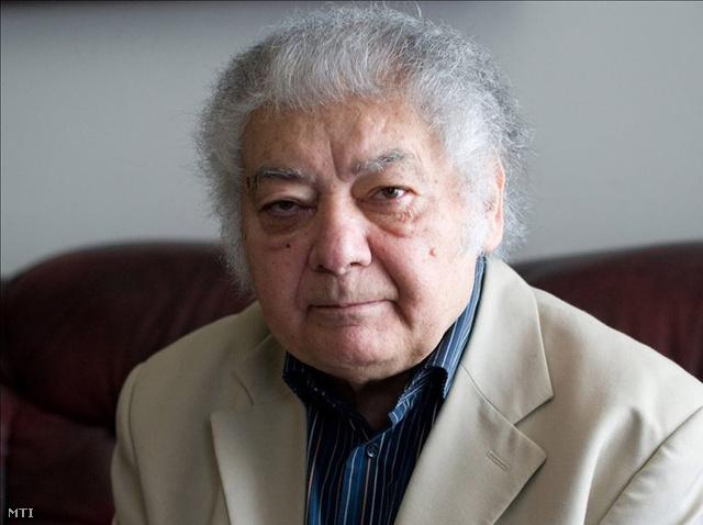 Üröm, 2009. április 15. Csoóri Sándor Kossuth- és József Attila-díjas költő, író ürömi otthonában 2009. április 15-én.