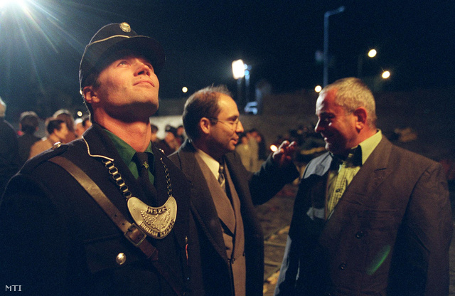 Az Úpesti rakparton 2001-ben a Perlasca-film munkálataiban Stohl András, Rudolf Péter és Pintér Tamás