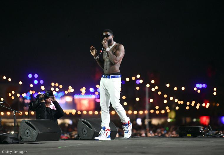 Gucci Mane, rapper egyszerűen, de nagyszerűen oldotta meg színpadi szettjének összeállítását
