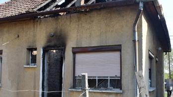Egy rendőr égő házból mentett ki egy idős nőt Körösladányban
