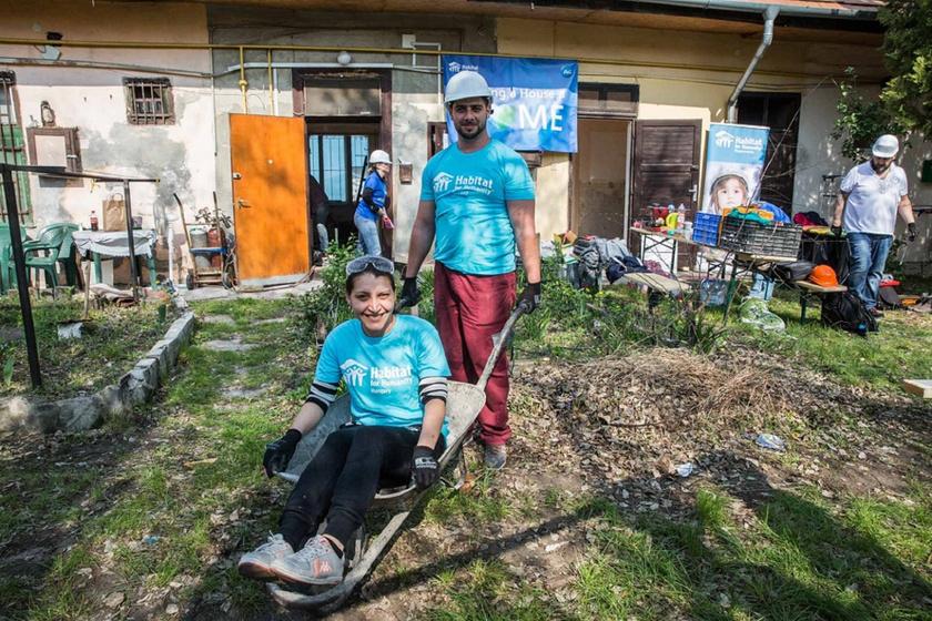 Valéria és Tibor nemsokára már egy kész házrész boldog tulajdonosai lesznek.