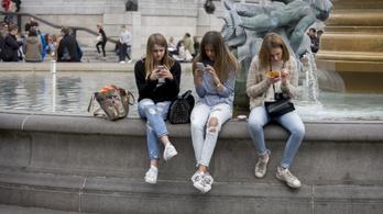 Anglia korlátozhatja a 18 év alattiak lájkolását