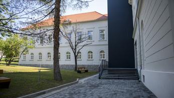 Több mint 900 milliót költöttek a pécsi egyetem felújítására