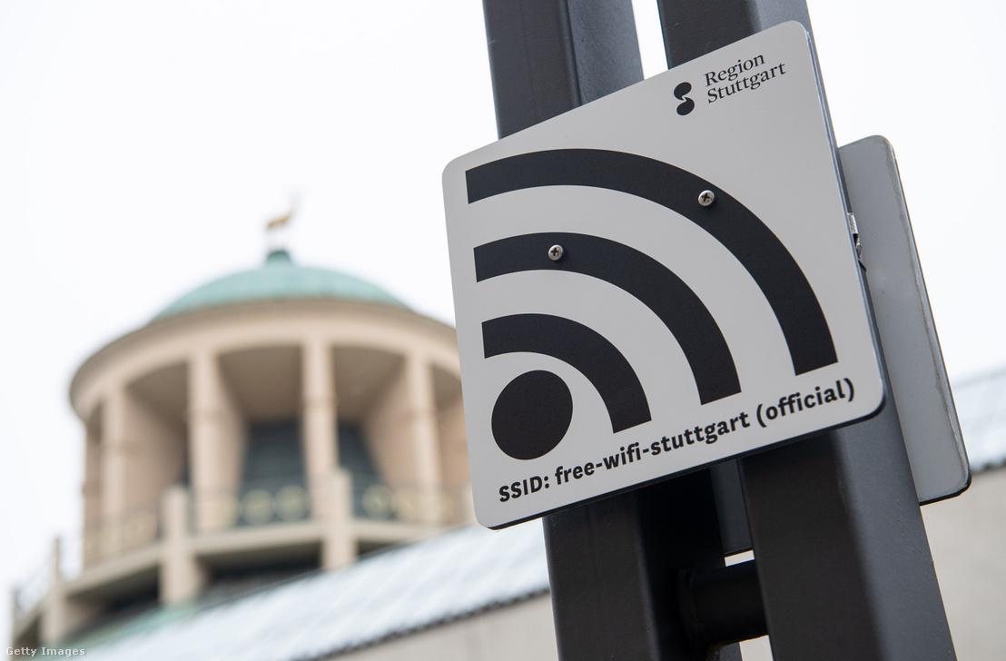 Ingyenes wifit jelző tábla Stuttgartban.