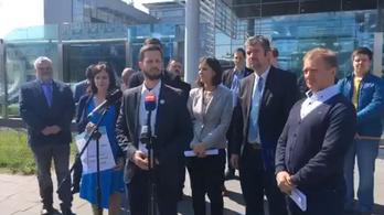 Ismét az MTVA székházánál akciózott az ellenzék