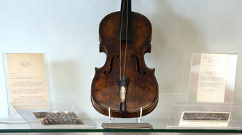 Kalandos úton került elő a Titanic karmesterének hegedűje