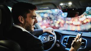 Mekkora eséllyel ölsz meg valakit a vezetés közbeni mobilozással? Teszteld!