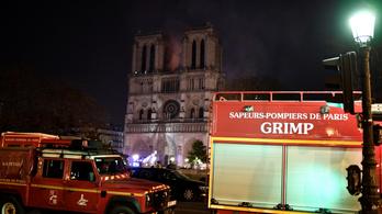 Megfékezték a Notre-Dame jelentős részét elpusztító tüzet Párizsban
