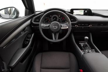 Mint valami együléses sportkocsi cockpitja