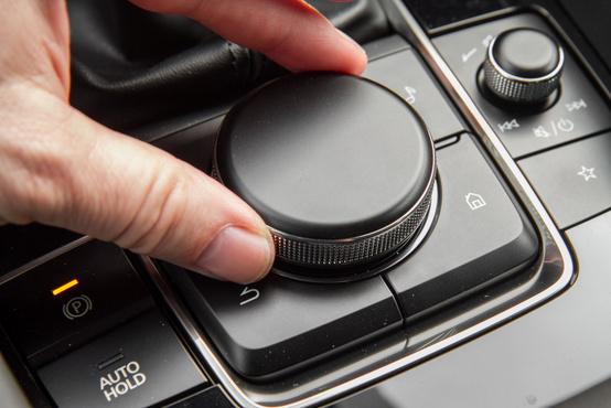 A Mazda tekerőgombos menürendszere teljesen új, így lett az egyik legharmatosabb rendszerből az egyik legjobb