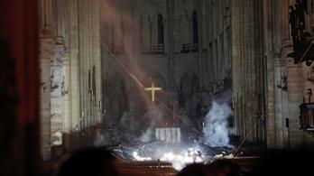 Ilyen durva pusztítást végzett a Notre-Dame belső tereiben a tűzvész